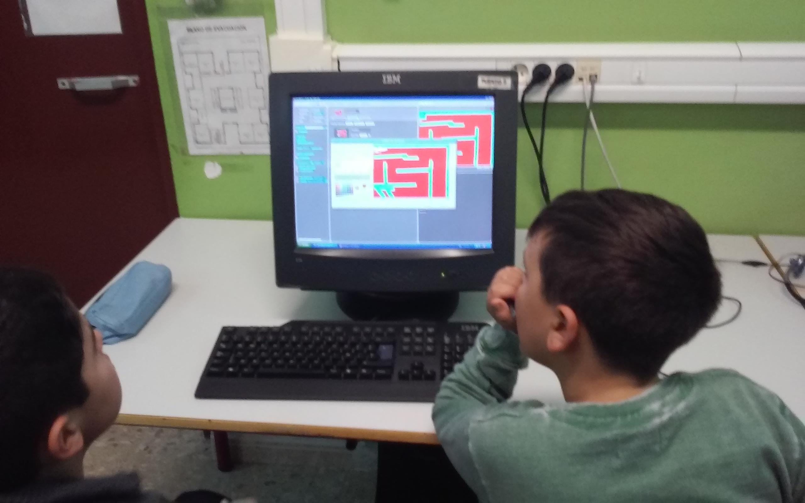 Gran tarde de creación de videojuegos en el Villar Palasí