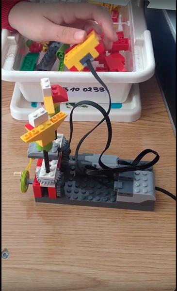 Construyendo con LEGO.
